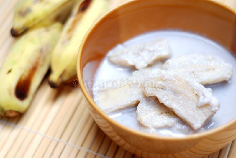 Banane avec du lait de noix de coco images libres de droits
