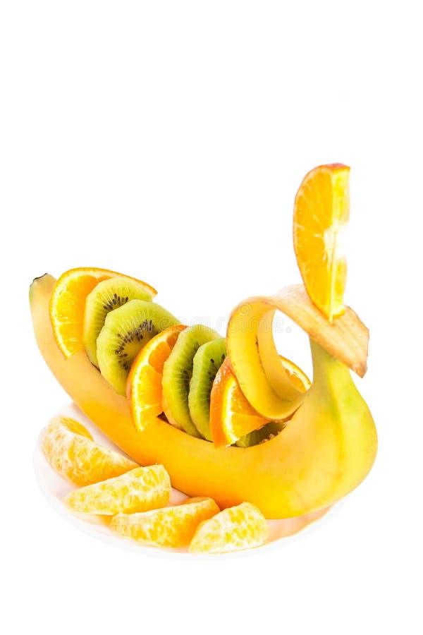 Banane avec le kiwi et le segment orange. photographie stock
