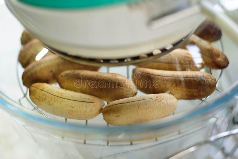 Banane cuite au four par le four chaud de vapeur photographie stock libre de droits