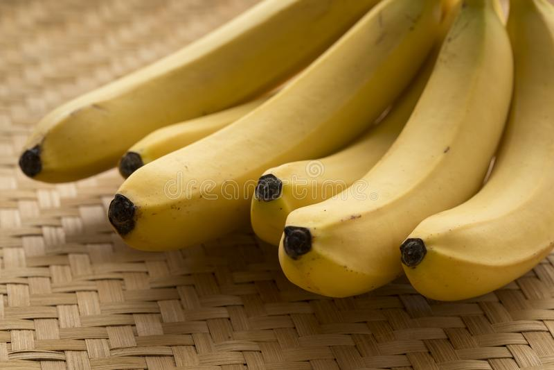 Banane gialle mature fresche fotografia stock