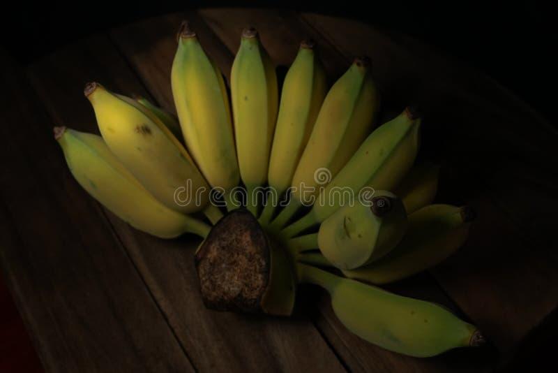 Banane im dunklen Vibe lizenzfreie stockfotografie