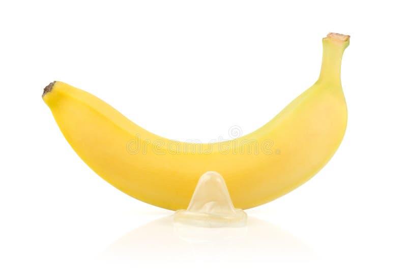 Banane jaune avec le préservatif image libre de droits