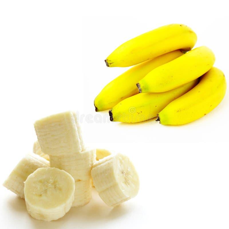 Banane organiche intere e fette immagine stock