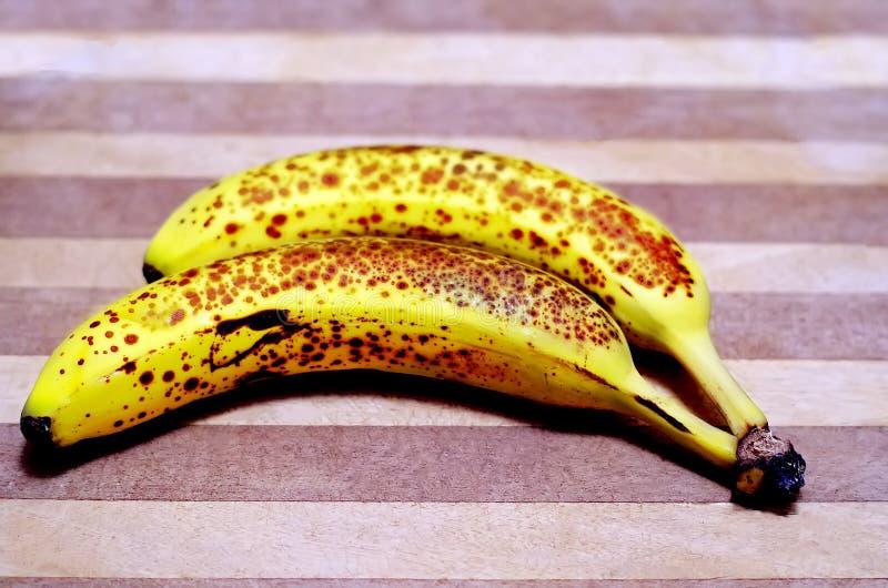 Banane sull'orlo della decomposizione fotografie stock libere da diritti