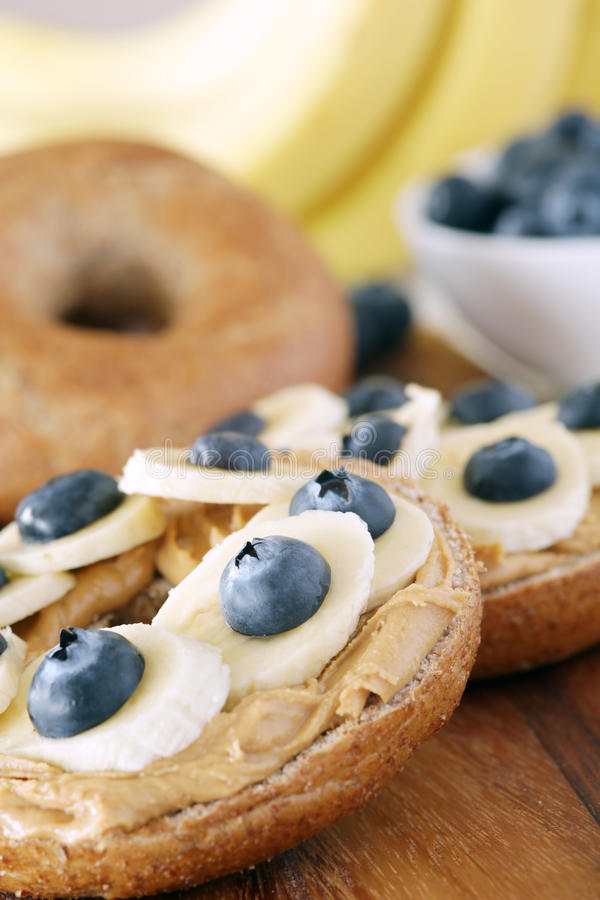 Banane und Blaubeere lizenzfreie stockfotografie