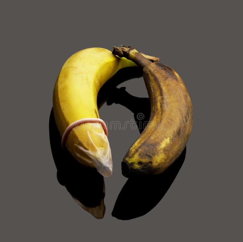 banane und kondom stockfoto bild von gesund latex gummi 7599796. Black Bedroom Furniture Sets. Home Design Ideas