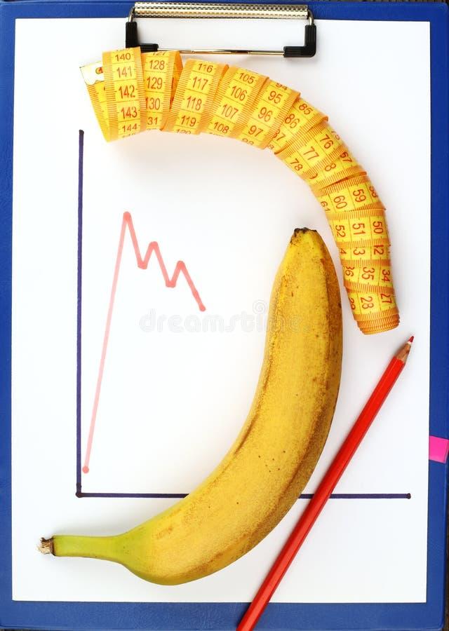 Banane und Maßband lizenzfreie stockbilder