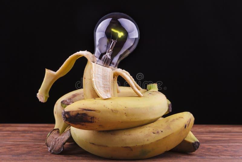 Download Bananen Die Een Bol Omringen Stock Foto - Afbeelding bestaande uit naughty, vers: 29509592