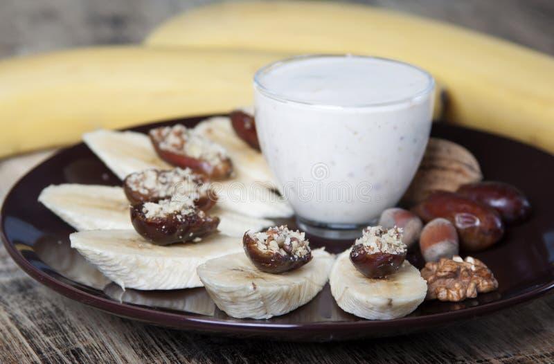 Bananen met data, noten royalty-vrije stock afbeeldingen
