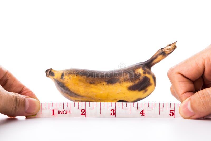 Bananen och att mäta tejpar fotografering för bildbyråer