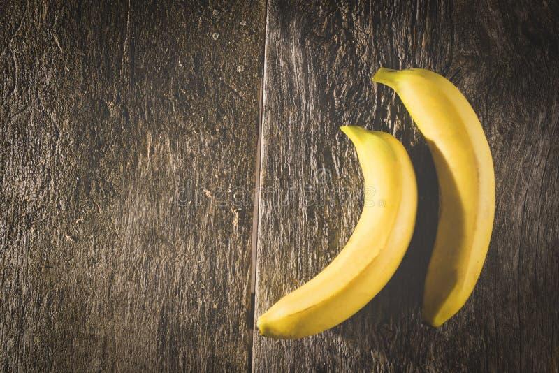 Bananen oude houten achtergrond royalty-vrije stock afbeelding