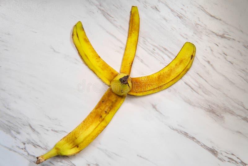 Bananen-Schalen-Marmor-Boden lizenzfreie stockfotos