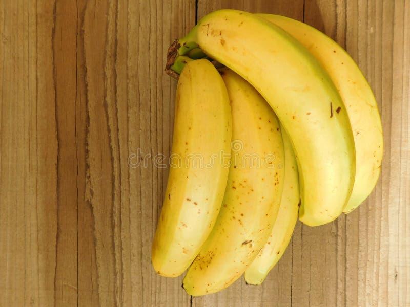 Bananer som ska ätas royaltyfria bilder