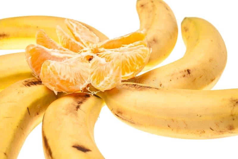 Bananes avec l'orange photographie stock libre de droits