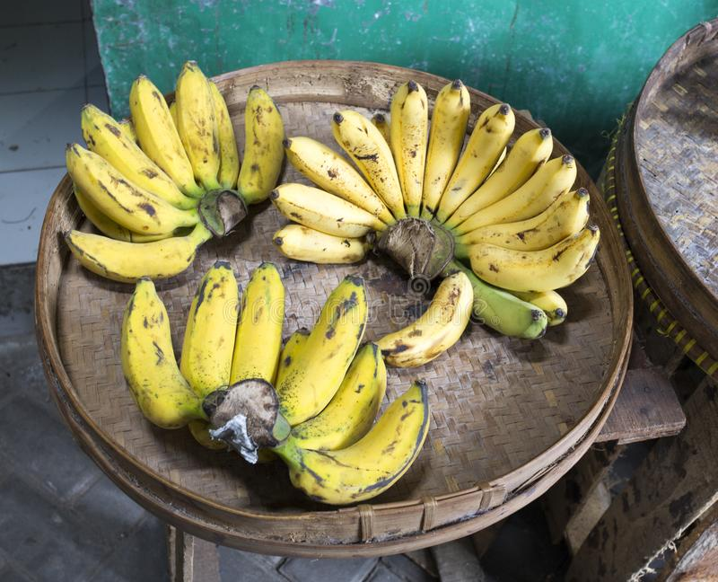 Bananes jaunes au marché en Indonésie photo libre de droits