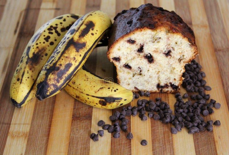 Bananowy dom piec Czekoladowego układu scalonego chleb fotografia royalty free