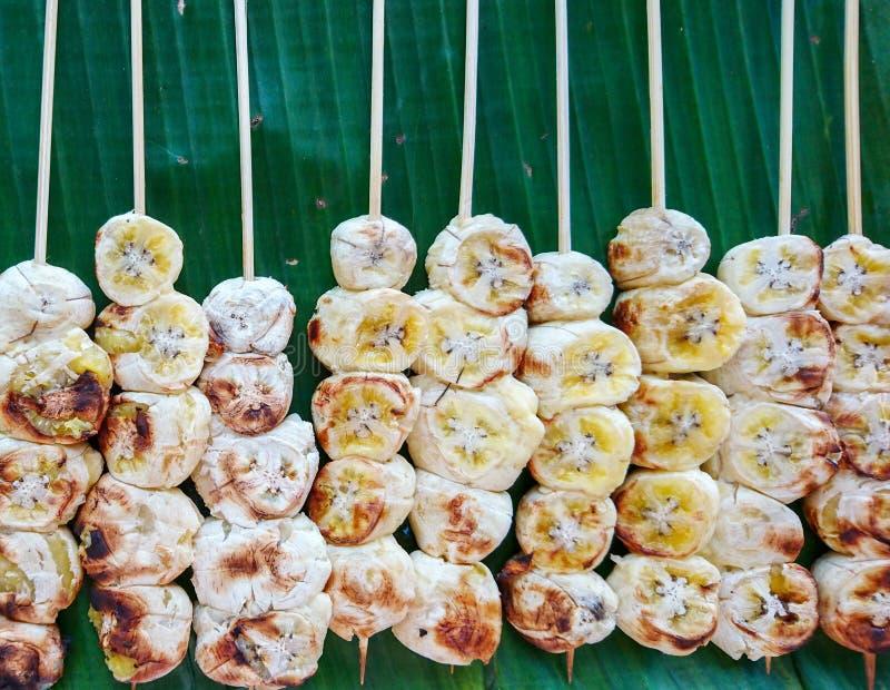 Bananpinnen grillade arkivfoto