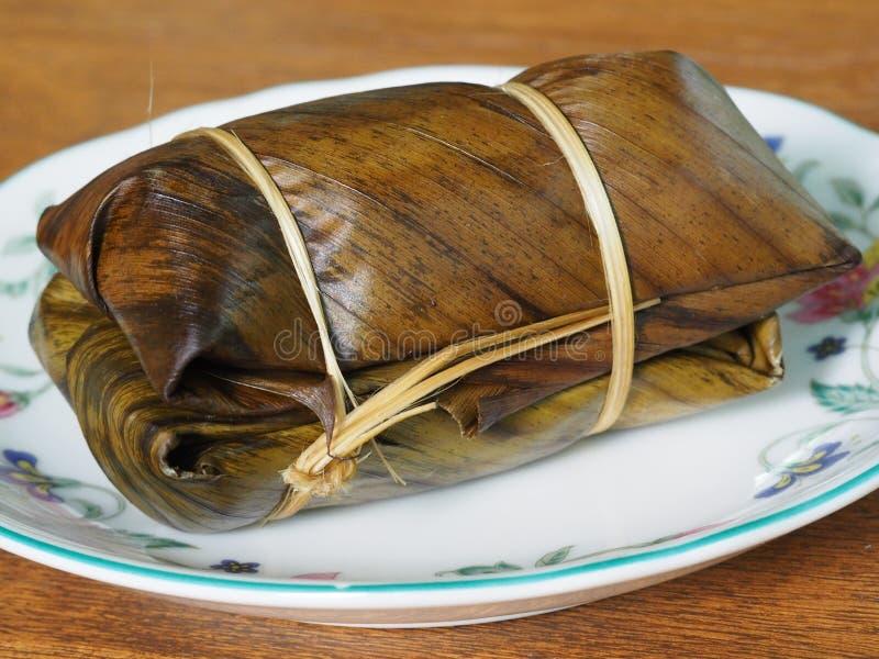 Banany w Odparowanym Kleistym Rice, Tradycyjny Tajlandzki Deserowy Słodki jedzenie obraz stock
