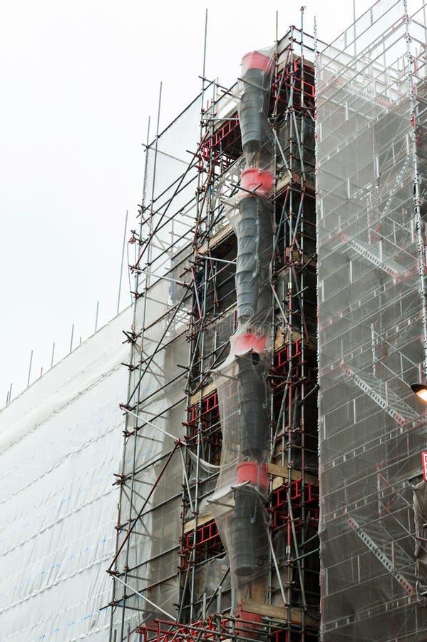 banaskräpmaterial till byggnadsställning royaltyfria foton