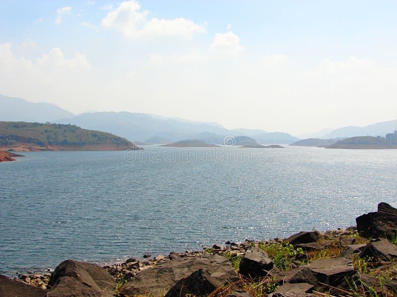 Banasura Sagar Dam - störst jordfördämning i Indien, Wayanad, Kerala arkivfoto