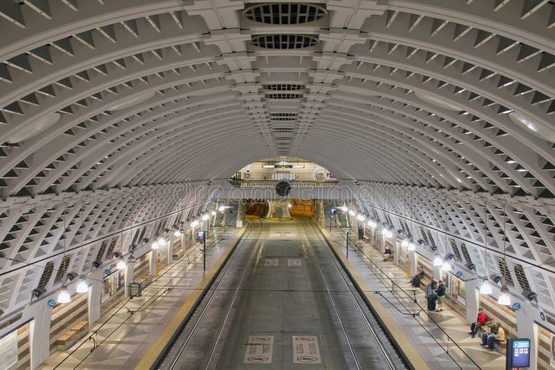 banbrytande fyrkantig stationstunnelbana för buss arkivfoto