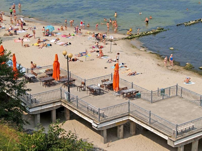 BANBRYTARE RYSSLAND En sikt av stadsstranden på banken av Östersjön arkivbilder