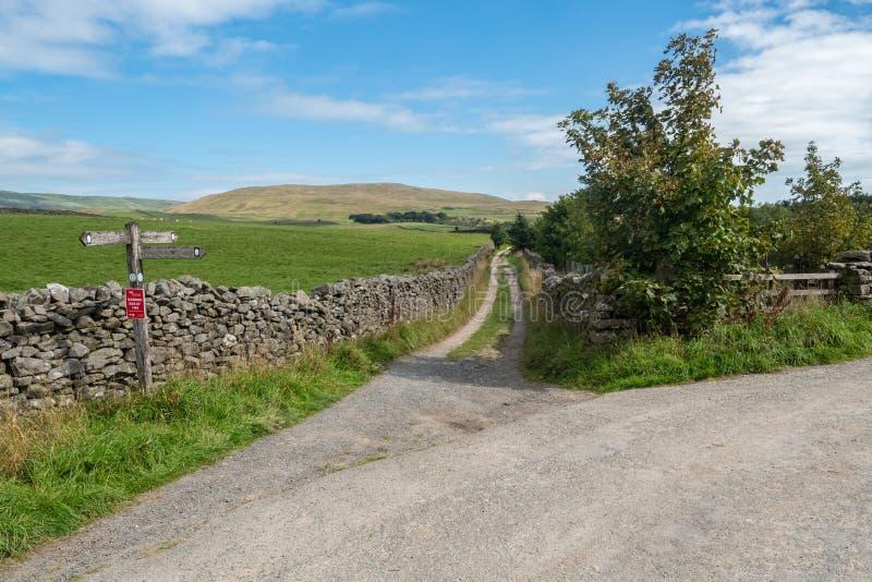 Banc à dossier d'abvove de voies vertes de vallées de Yorkshire image libre de droits