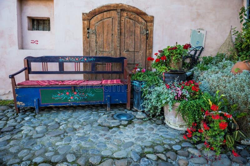 Download Banc dans Sighisoara photo stock. Image du ville, restaurant - 76077658