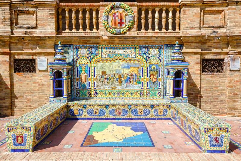 Banc en céramique avec une description historique de Barcelone photo stock