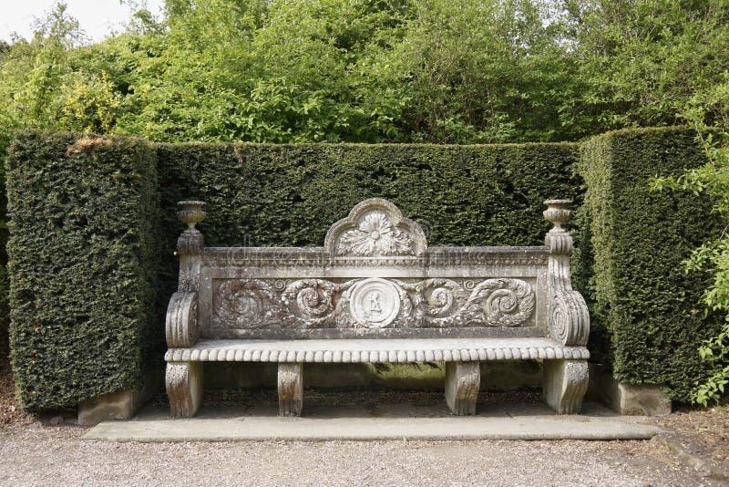 Banc en pierre antique en parc images stock image 31513944 - Vieil evier en pierre ...