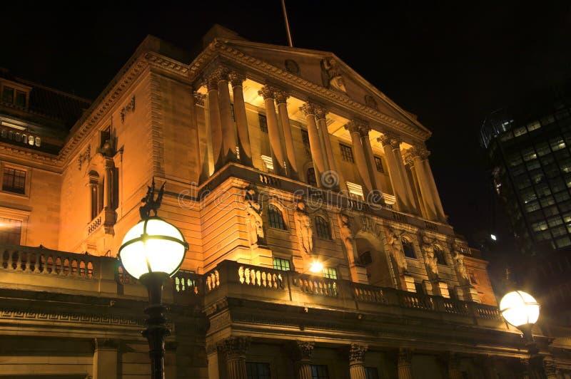 Banca di Inghilterra alla notte immagini stock