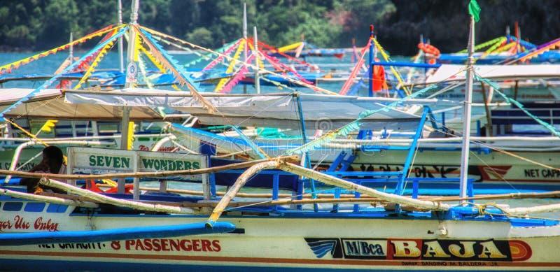 Banca en la playa cerca de Puerto Galera las Filipinas imágenes de archivo libres de regalías