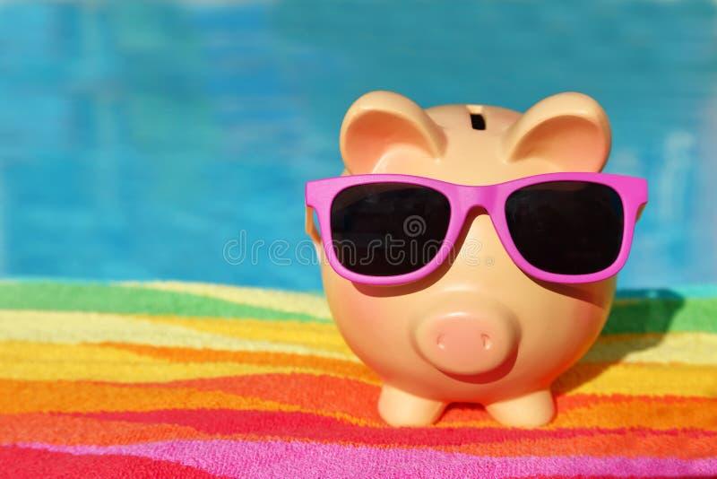 Banca piggy di estate fotografie stock
