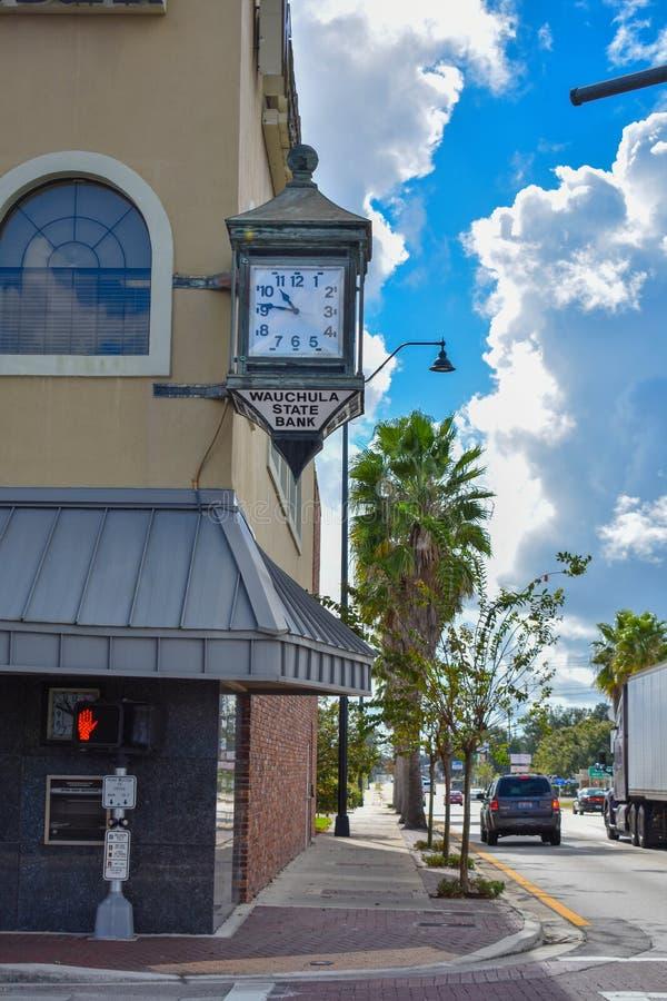 Banco Central da Flórida de Wauchula, Vibrant Sky, Cidade Histórica, Flórida Antiga, Foto de Ações Gratuitas de Royalty imagens de stock royalty free