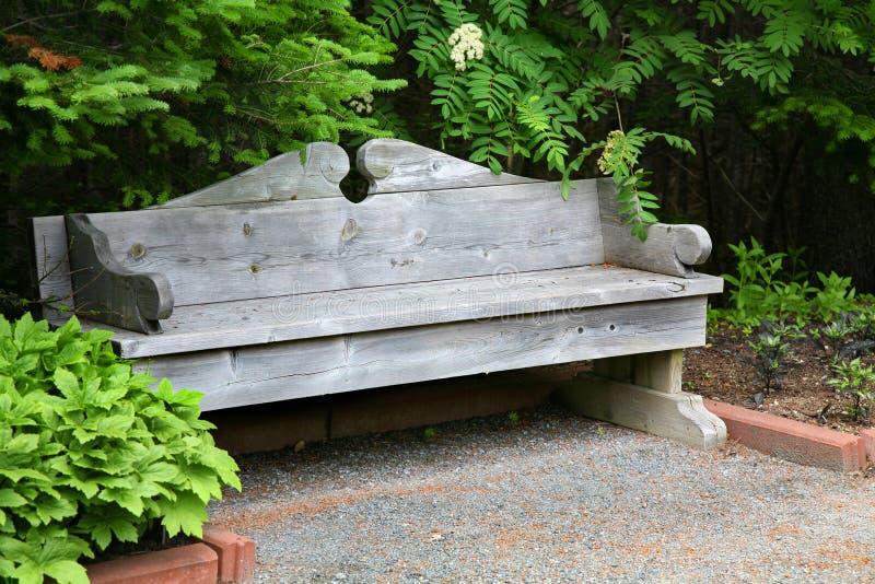 Banco clássico do jardim fotografia de stock