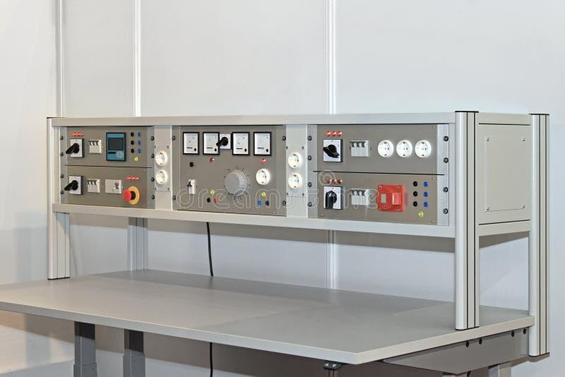 Tavolo Da Lavoro Elettronica : Banco da lavoro elettronico immagine stock immagine di tabella