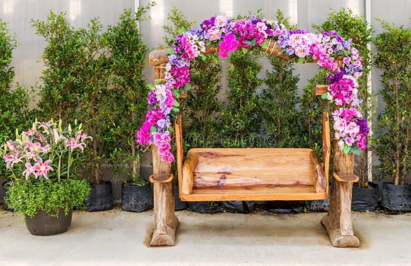 Banco da madeira da decoração foto de stock