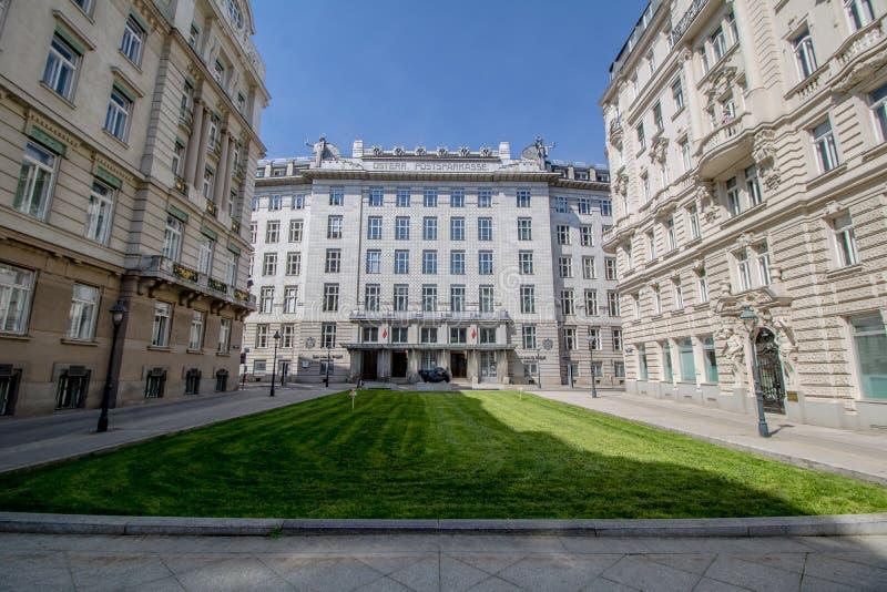 Banco de ahorros austríaco de los posts en Viena, Austria imagen de archivo