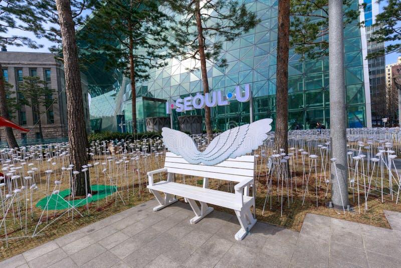 Banco de la calle con I SEUL U, que es el nuevo lema para la ciudad de Seul en Corea del Sur foto de archivo