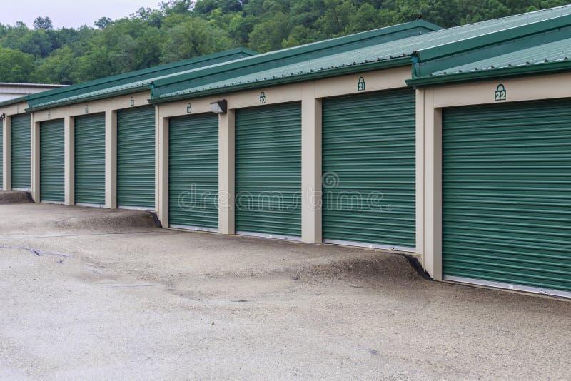 Banco de las unidades de almacenamiento escalonadas del uno mismo fotos de archivo