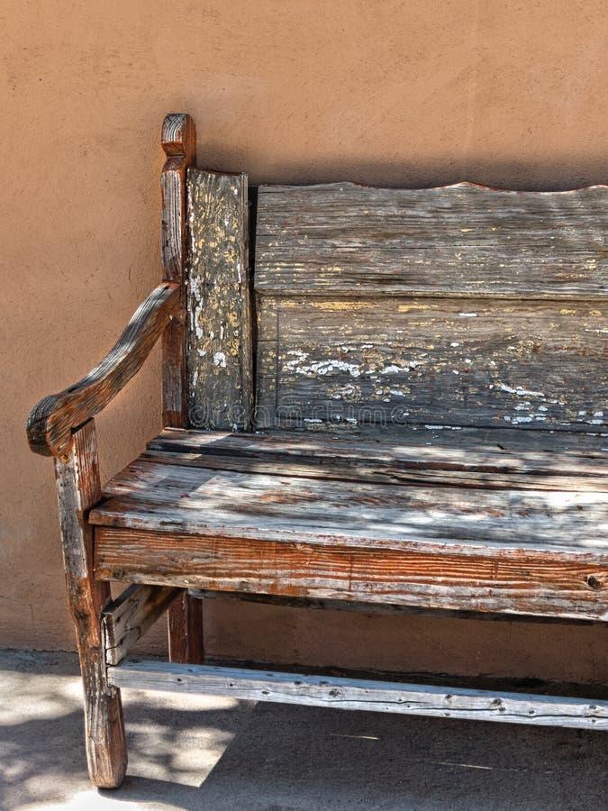 Banco de madeira velho fotografia de stock