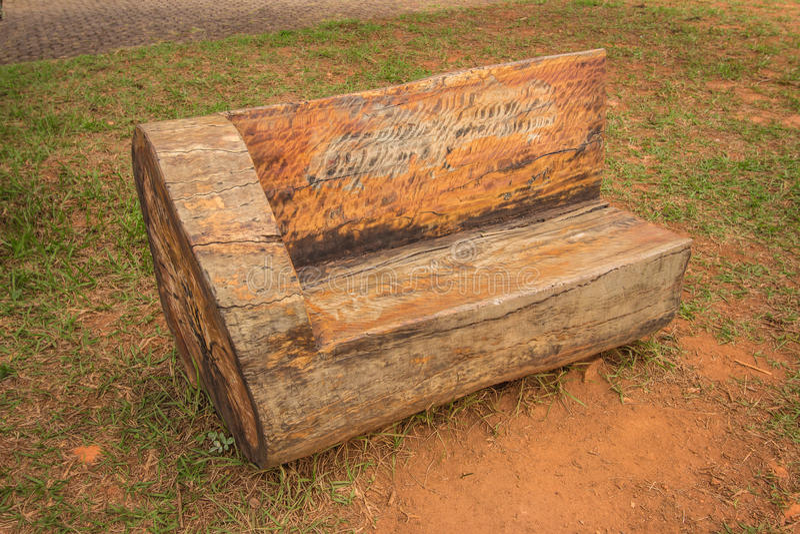 Banco de madera r stico del tronco foto de archivo imagen de blanco vac o 91815314 - Banco de madera rustico ...