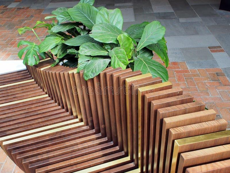 Banco de parque de madeira da veneziana imagem de stock