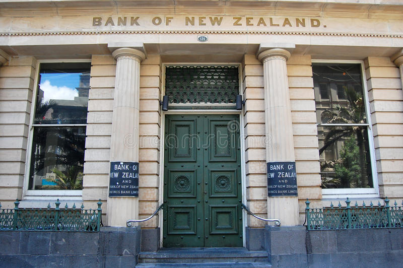 Banco del edificio exterior de la entrada de Nueva Zelanda imagen de archivo libre de regalías
