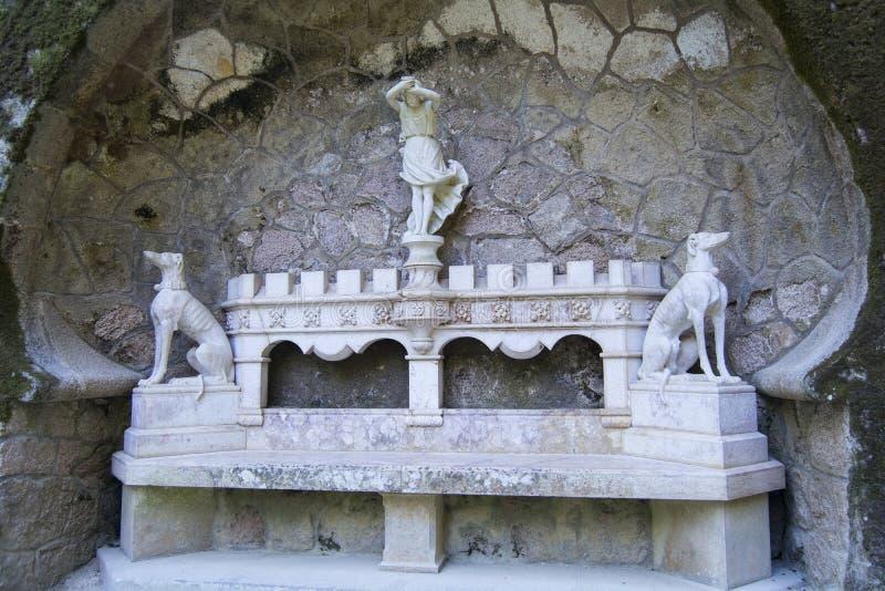 Banco di pietra ornamentale immagini stock