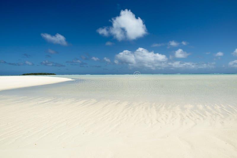 Banco di sabbia nell'oceano Pacifico Meridionale immagine stock