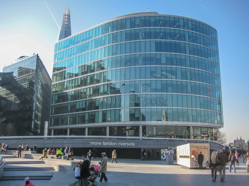 Banco do rio Tamisa em Londres, construção de vidro moderna da fachada, em Londres, Reino Unido imagem de stock royalty free