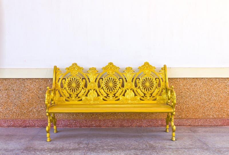 Banco dourado do ferro imagens de stock