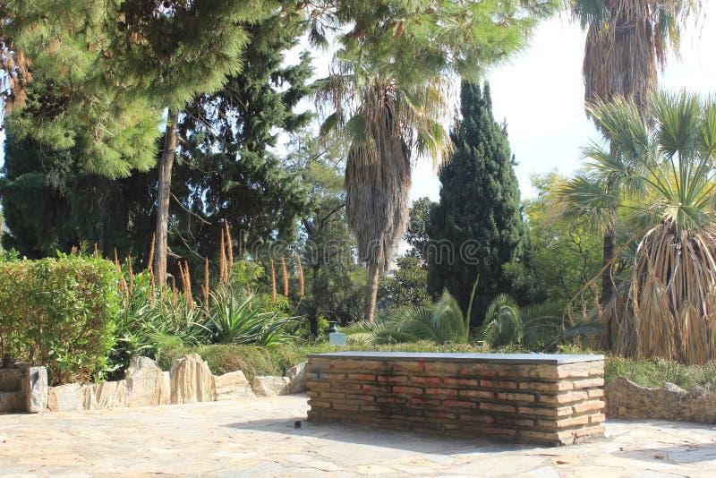 Banco en un parque público en Málaga imagen de archivo libre de regalías