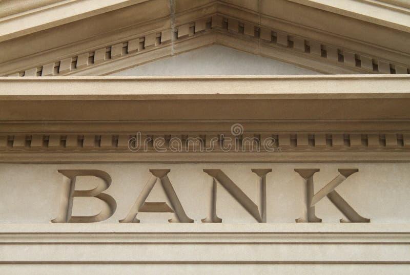 Banco gravado na arquitetura velha da construção imagens de stock